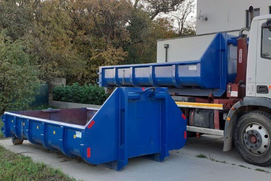 Nákladné auto s odpadovým kontajnerom